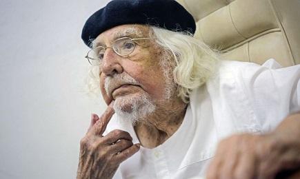 Ernesto Cardenal, monje y poeta de noventa y un años