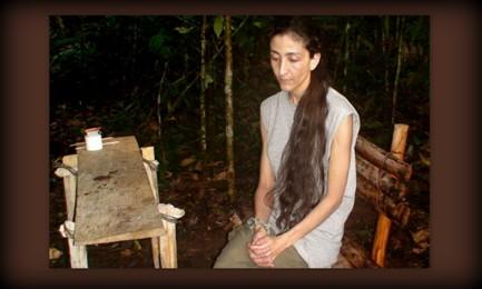 Esta foto, acompañada por una carta a su madre, fue enviada como prueba de que Ingrid Betancourt estaba viva, en el quinto año de su secuestro