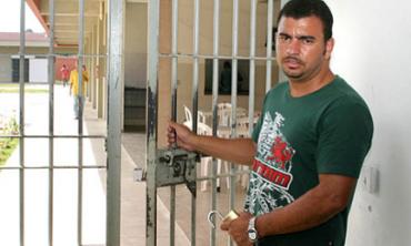BRASIL. ONDE OS PRESOS POSSUEM AS CHAVES NAS MÃOS. Nos passos de uma experiência carcerária inovadora caracterizada pela ausência de armas e agentes penitenciários