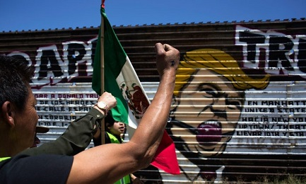 """EL QUE ESTÁ FUERA, EL QUE ESTÁ DENTRO. """"Si levantas un muro, piensa en lo que queda fuera"""" decía el italiano Italo Calvino en 1957. Pero también el que queda dentro…"""