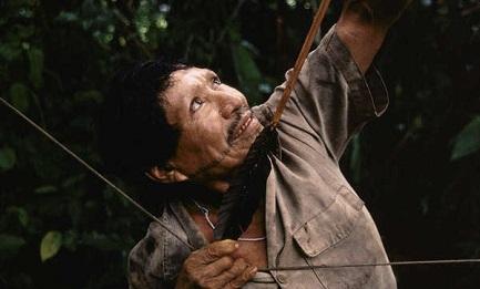 INDÍGENAS DE PERÚ DEMANDAN AL GOBIERNO. No interviene para proteger a las tribus de las invasiones y de la explotación petrolera
