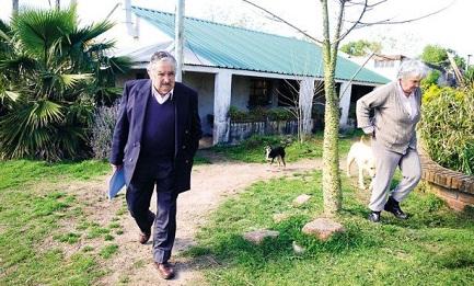 """José """"Pepe"""" Mujica con su esposa, la senadora Lucía Topolansky"""