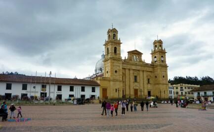 La Basilica de Chiquinquirà en la plaza Bolívar
