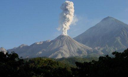 El volcán Ubinas, en el sur de Perú