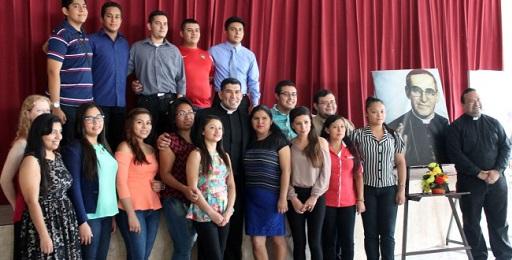 BECAS UNIVERSITARIAS MONSEÑOR ROMERO. Se asignarán a jóvenes salvadoreños por un período de cinco años