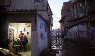 """OS EMPREENDEDORES NAS FAVELAS DO BRASIL. O projeto """"Favela Legal"""", regularizará as atividades já existentes e incentivará a requalificação profissional de outros."""