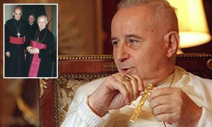 Una rara foto de monseñor Ubaldo Calabresi. En el recuadro con Bergoglio