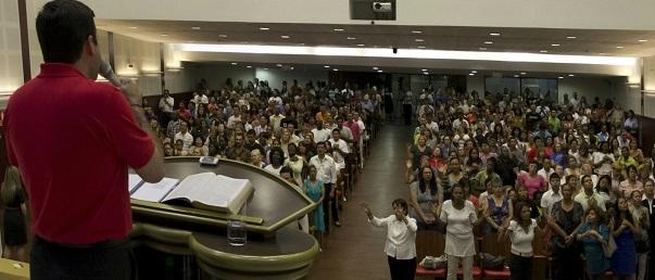 """EVANGÉLICOS EN POLÍTICA. Se preparan para entrar en la arena política de Colombia, donde descubrieron su propia fuerza apoyando el """"No"""" en el referéndum sobre los acuerdos de paz"""