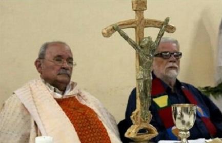 D'Escoto celebra la sua prima messa dopo la sospensione canonica revocatagli da papa Francesco il 14 agosto 2014