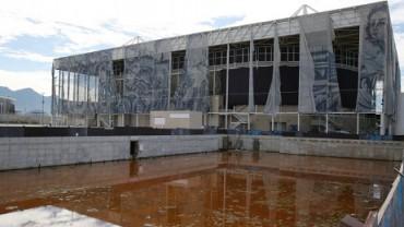 """ABANDONADO E ENGANADO. É o destino do Rio de Janeiro e suas mega instalações esportivas. Passada as olimpíadas na cidade, permanecem as ruínas inutilizadas. Para a Igreja é """"Uma ocasião perdida""""."""