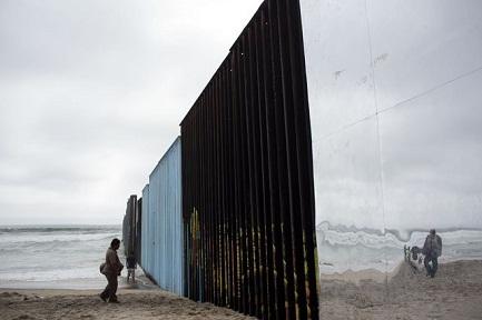 LO MUROS DEL FUTURO PRÓXIMO. Los trabajos para la barrera que debería sellar la frontera con México comenzarán en marzo o abril de 2018