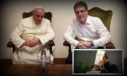 El Papa con Figueroa. En la foto más pequeña, Spadaro muestra un número de Civiltà Cattolica