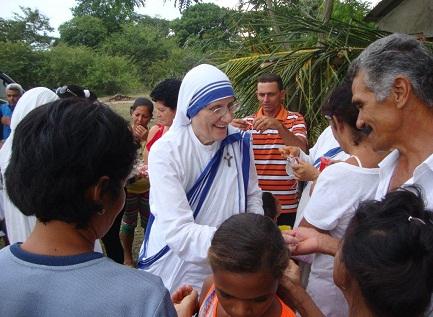 La actual Superiora General de las Misioneras de la Caridad, madre María Prema Pierick, durante la visita a Cuba