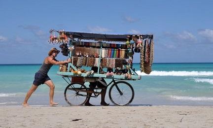 RÉCORDS CUBANOS. Las remesas de divisas provenientes de los emigrantes y el turismo alcanzan niveles inéditos en 2016 y prometen un 2017 con cifras aún más altas