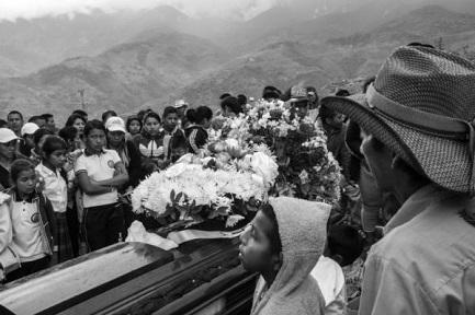 AGÚZATE ¡QUE NOS ESTÁN MATANDO! Un informe en Colombia denuncia que en los primeros seis meses del año fueron asesinados 51 líderes sociales. ¿Por qué ahora, cuando terminó la guerra?
