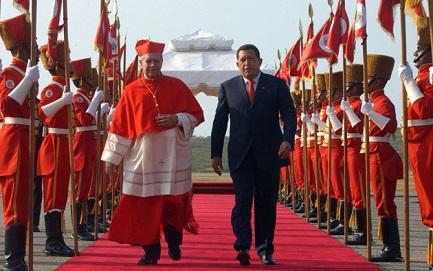 Una foto de otros tiempos: el cardenal Urosa con Chávez (D. Galli - Ap Images)
