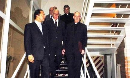Una rara fotograía de Bergoglio y Methol Ferré (en el centro) en el 2007