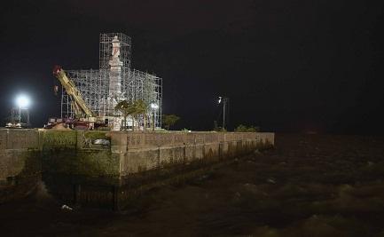 El monumento en su nuevo emplazamiento, que se asuma al Río de la Plata (Telam)