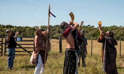 Hoy los charrúas vuelven a tocar trompas para avisar que se acerca el peligro (Foto Pablo Albarenga)
