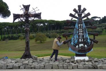 LA BELLEZA DE LOS DESECHOS. Es la materia prima que utiliza el artista Alejandro Marmo, empeñado también en traer a la Argentina la réplica de la Capilla Sixtina