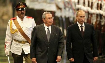 El presidente ruso Vladimir Putin y Raúl Castro (EFE Archivio)