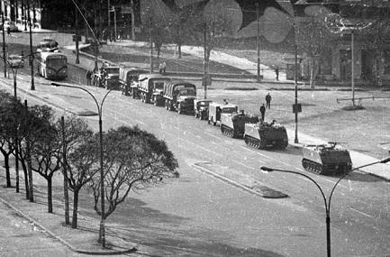27 de junio de 1973. Militares en las calles de Montevideo