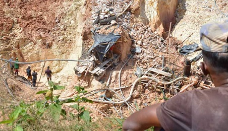 Mineros trabajando en una mina ilegal (Foto Wilmer González)