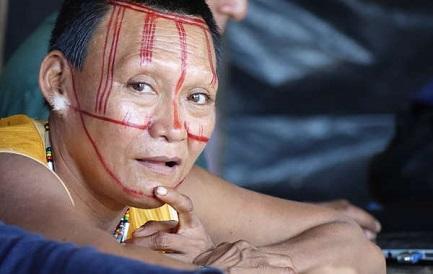 Mujer nukak. Más de la mitad de su pueblo ha muerto por las enfermedades y la violencia (foto Survival)