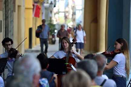 Cuartetos de arcos mozartianos en La Habana (Foto Alejandro Ernesto-EFE)