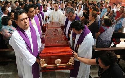 Funeral de Germain Muñiz, uno de los dos sacerdotes asesinados en el estado de Guerrero, México (Jesús Guerrero-AFP-Photo)