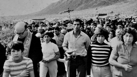 Angelelli encabeza una procesión en su provincia, La Rioja, Argentina