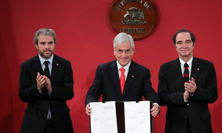 El presidente Sebastián Piñera hace el anuncio