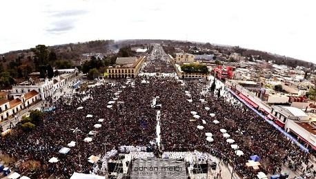 EN ARGENTINA SE MOVILIZA EL PUEBLO DE LAS DOS VIDAS. Y lanza un fuerte mensaje al Senado donde acaba de comenzar la discusión del proyecto de ley que aprobó Diputados por estrecho margen