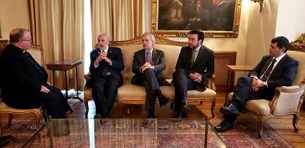 En la foto, Mons. C. Scicluna junto al Fiscal Nacional Jorge Abbott y los Fiscales regionales Raúl Guzmán, Emiliano Arias y Mauricio Richards