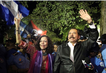 Ortega (presidente) con su esposa Murillo (vicepresidente)