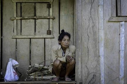 DOÑA ROSARIO MURIÓ DE TRISTEZA. Mientras las topadoras de la empresa minera arrasan la tierra de sus antepasados en la Cordillera del Cóndor de la Amazonía ecuatoriana