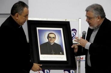 LA RELIQUIA DE ROMERO LLEGA A PANAMÁ.  El ya beato y próximo santo de El Salvador será patrono de la Jornada Mundial de la Juventud en enero de 2019