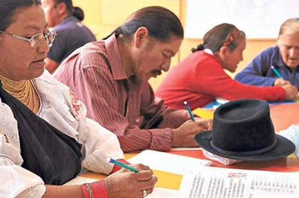 LA GUERRA CONTRA EL ANALFABETISMO TODAVÍA NO SE GANÓ. En América Latina 32 millones de personas no saben leer ni escribir. Vidas discriminadas