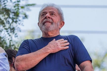 LULA CANDIDATO HASTA EL FINAL. A un mes de las elecciones presidenciales de Brasil, el Partido de los Trabajadores confirma la candidatura de su fundador, que encabeza las encuestas