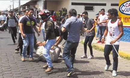 Un anciano atacado por agentes sandinistas