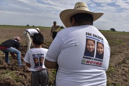 LOS BUSCADORES DE RESTOS HUMANOS DE MÉXICO. No tienen ninguna respuesta del Estado y se ponen a excavar por cuenta propia, con medios precarios, en busca de sus familiares desaparecidos