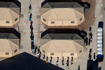 INFANCIA DE FRONTERA. La dura vida de los niños de uno y otro lado del límite entre Estados Unidos y México