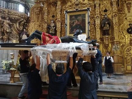 CRISTO DEL VENENO, PROTÉGENOS DE LAS FAKE NEWS. Se encuentra en la catedral de Ciudad de México. No es su sentido original, pero la gente lo invoca también por eso